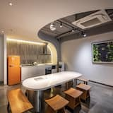 Deluxe Room - Shared kitchen