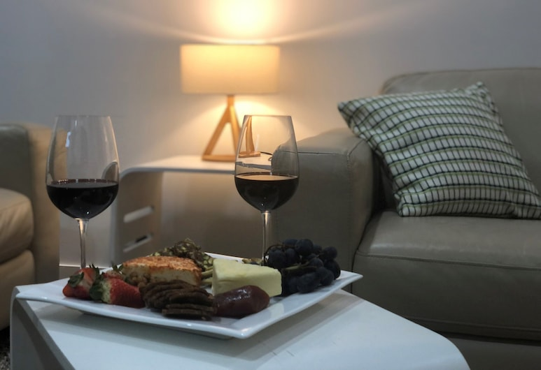 Riverstone Retreat - Centrally Located Adults Accommodation, Port Fairy