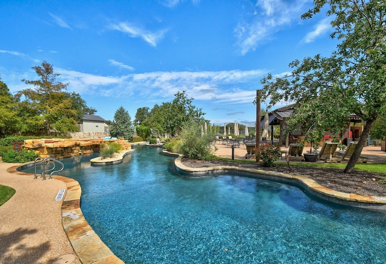 Luxury W/ Private Hot Tub & Outdoor Kitchen 3 Bedroom Home, Lago Vista, House, 3 Bedrooms, Pool