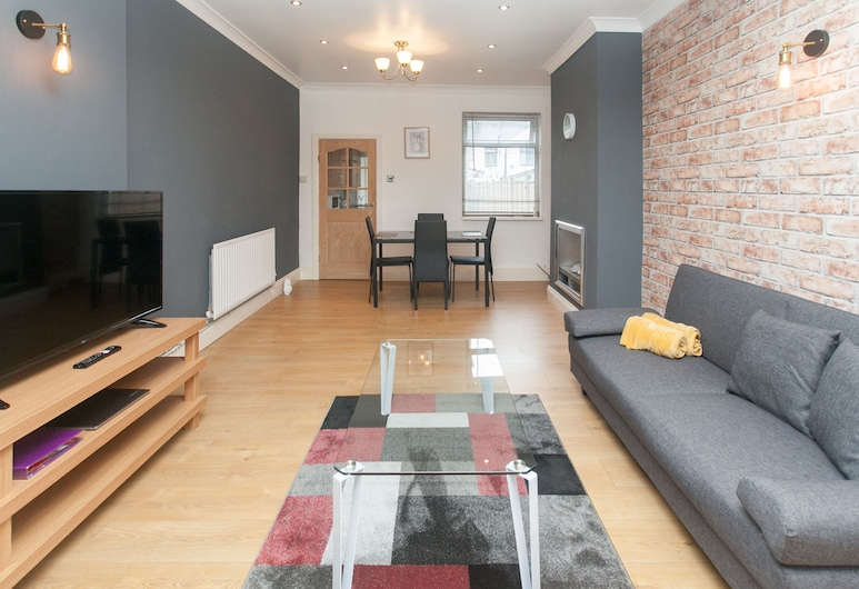 NEW Cosy 2BD Home Close To Centre Stoke On Trent, Stoke-on-Trent, Apartamento (2 Bedrooms), Sala de Estar