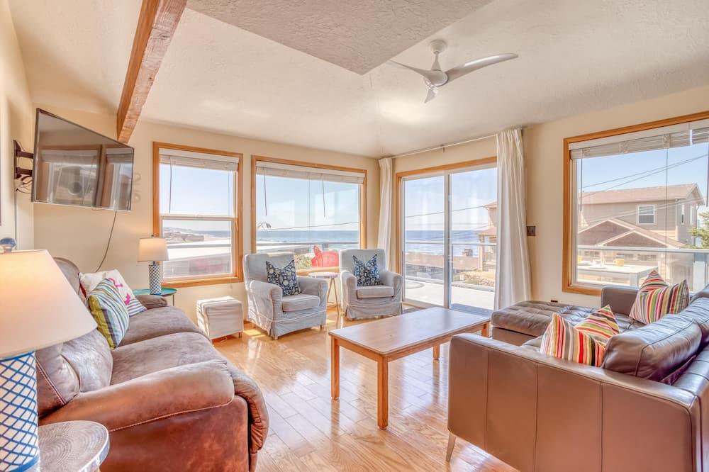 House, Multiple Beds (La Mer) - Living Room