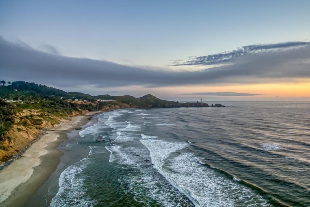Rumah, Beberapa Tempat Tidur (A Whale of a View) - Pantai