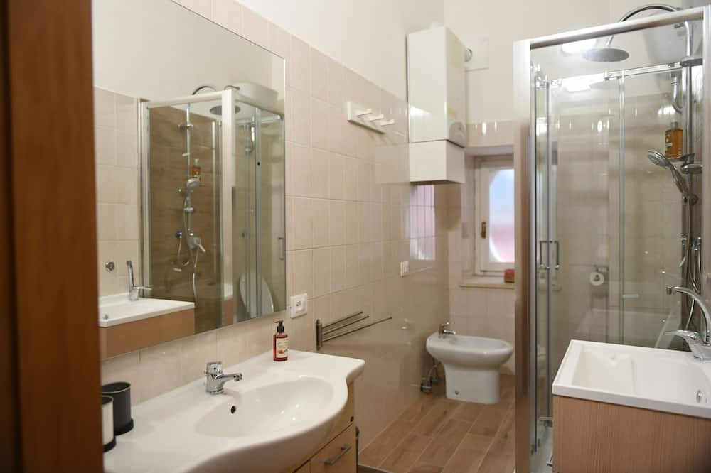 Design Double or Twin Room - Bathroom