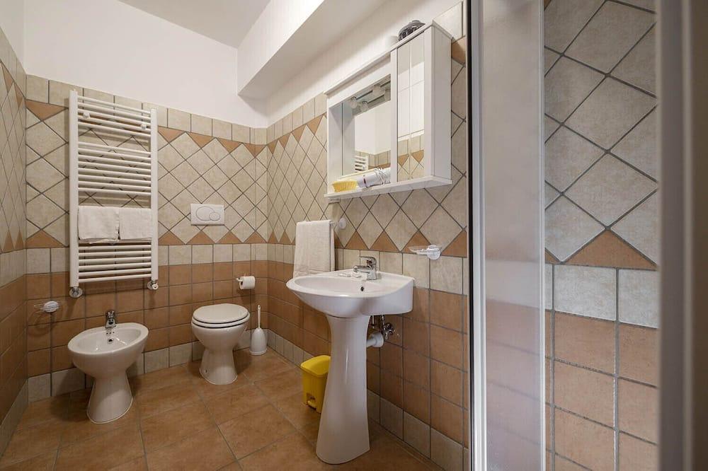 Kahden hengen huone, Oma kylpyhuone (202) - Kylpyhuone