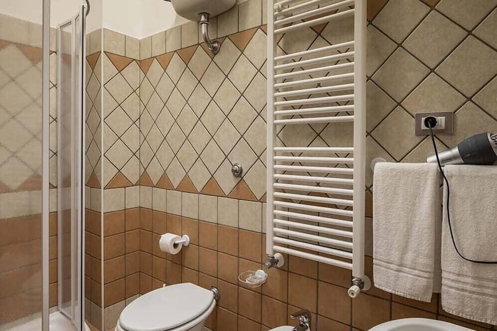 Kahden hengen huone, Oma kylpyhuone (101) - Kylpyhuone