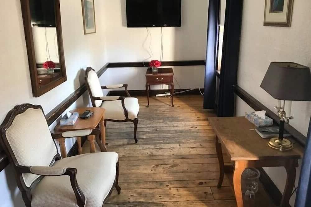 Colonel's Suite - Living Area