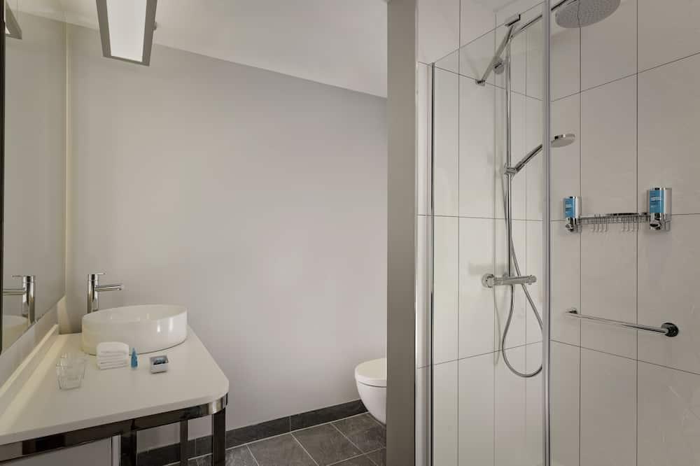 aloft, Room, 1 King Bed, Non Smoking - Bathroom