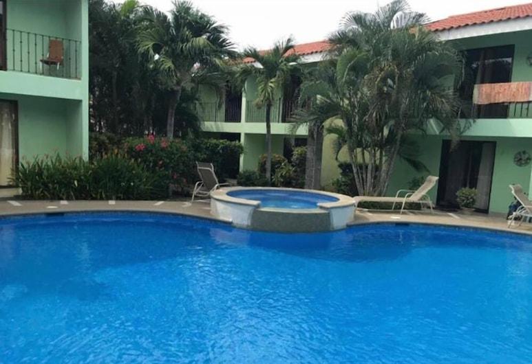 Villa Riviera, Coco