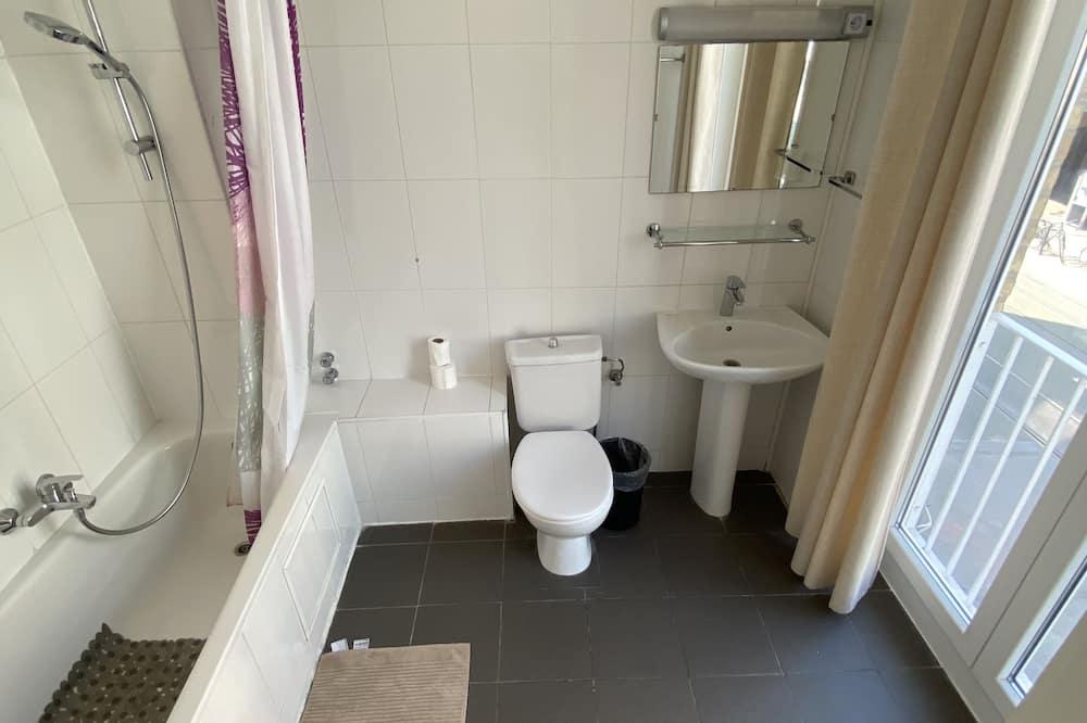 Comfort Triple Room - Bathroom