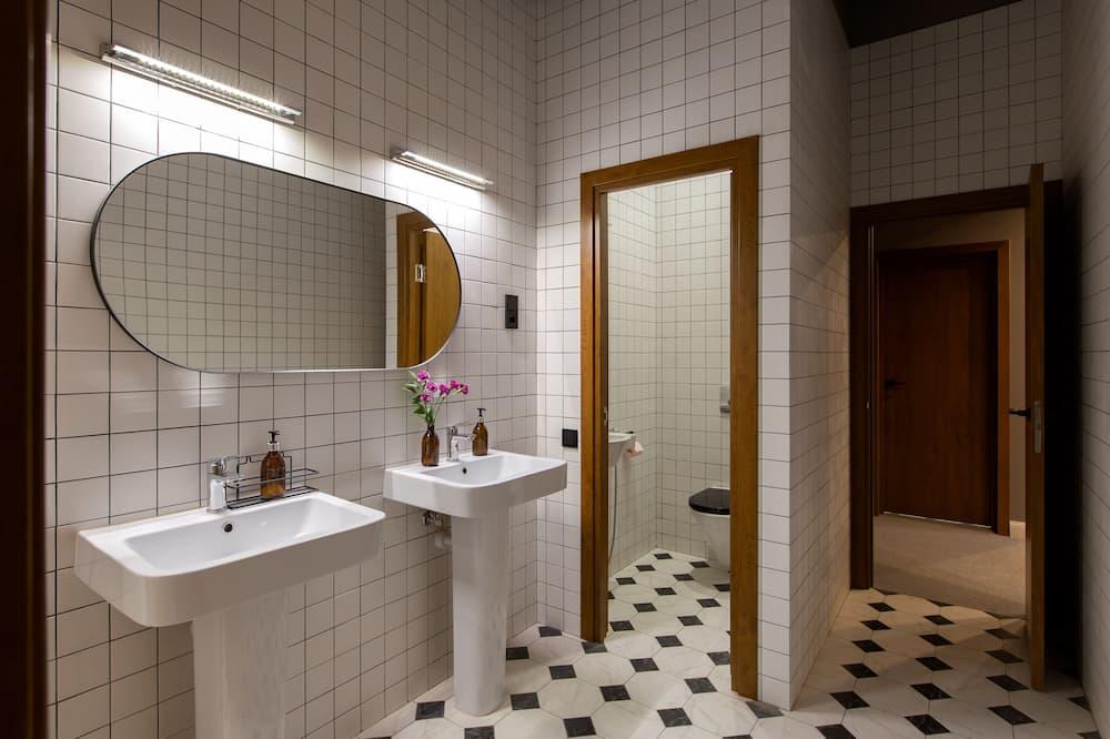 Phòng tập thể Tiêu chuẩn, Phòng tập thể nam và nữ - Phòng tắm