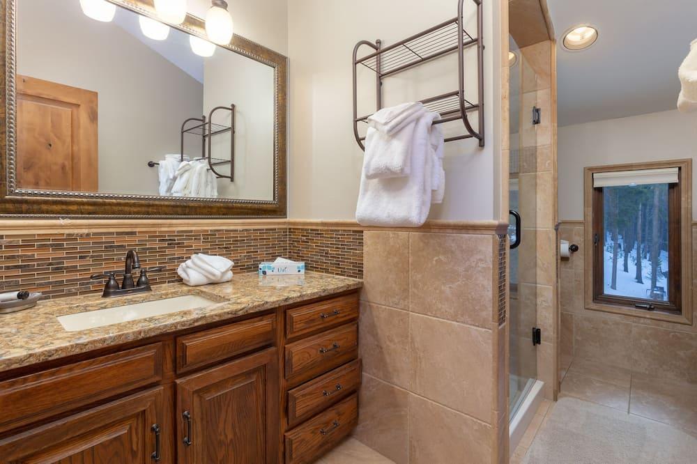 Rumah, 5 kamar tidur - Kamar mandi