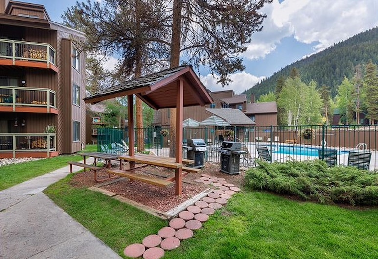 Wild Irishman #1042 by Summit County Mountain Retreats, Кистоун, Квартира, Несколько кроватей, Территория отеля