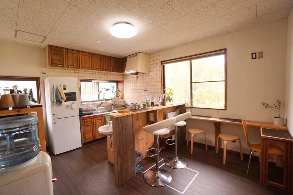 Habitación cuádruple, para no fumadores, balcón (B) - Cocina compartida