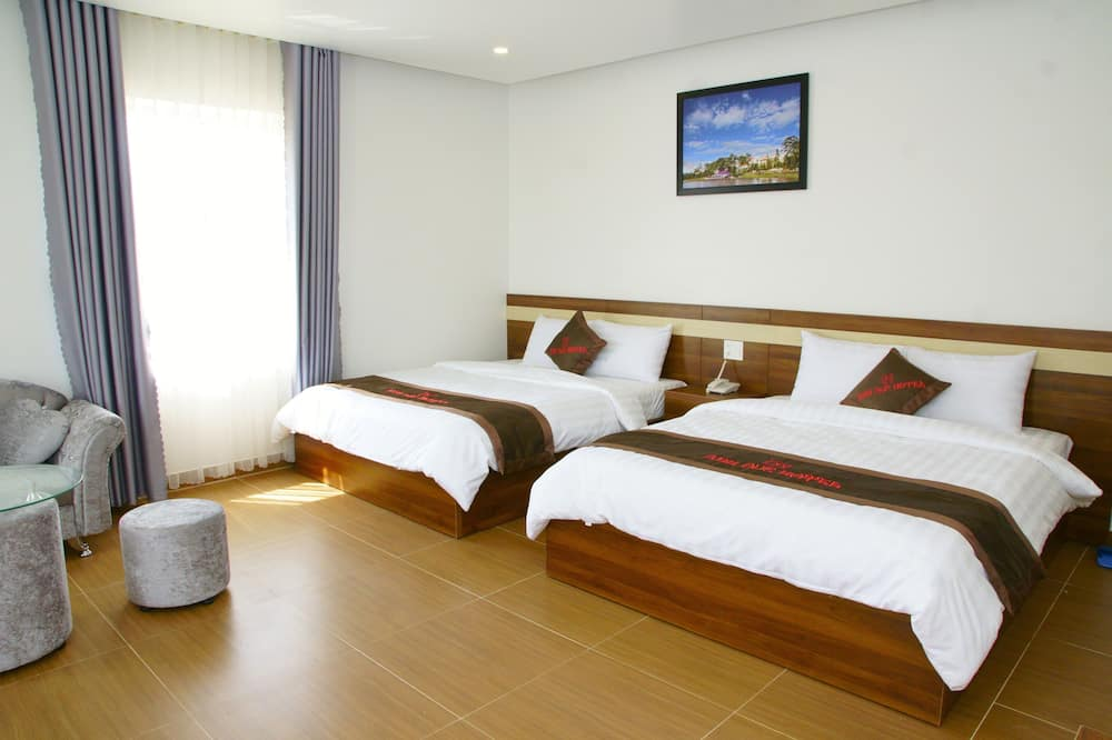 Executive Quadruple Room - Living Room