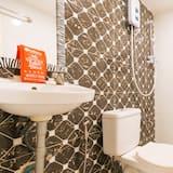Двухместный номер с 1 двуспальной кроватью (Reddoorz) - Ванная комната