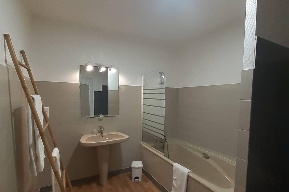 Suite (Chablisienne) - Bathroom