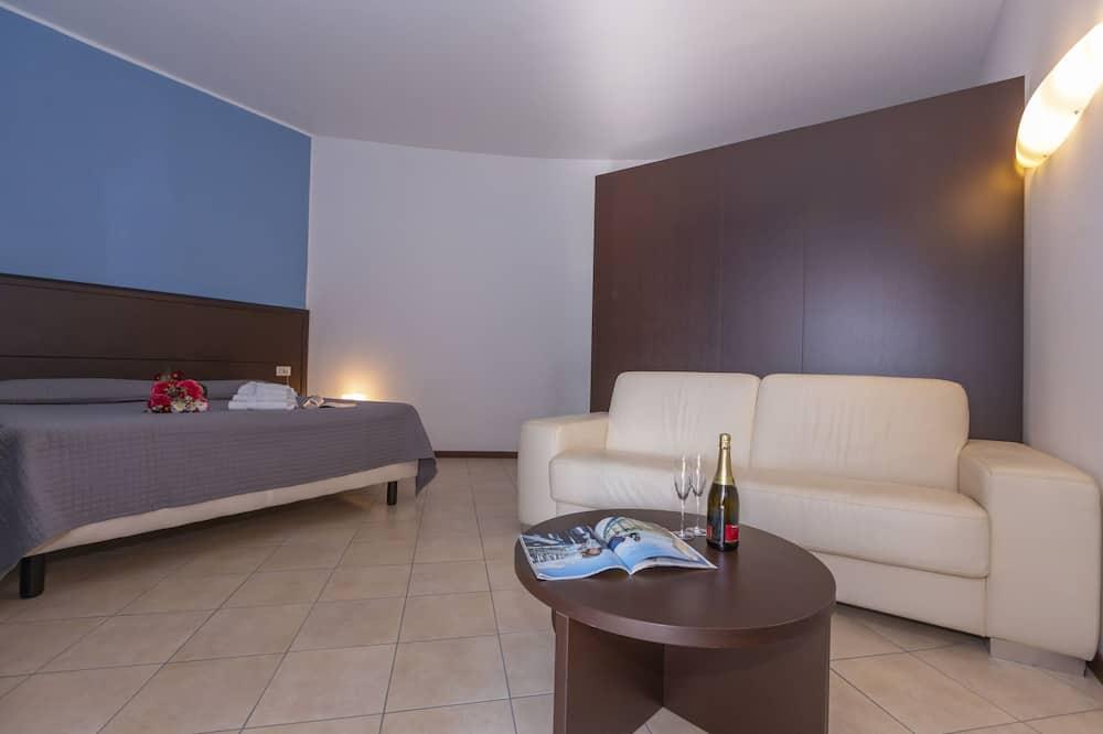 Familienapartment, Mehrere Betten, Bergseite (Fontana Del Lago Apt. 8) - Zimmer