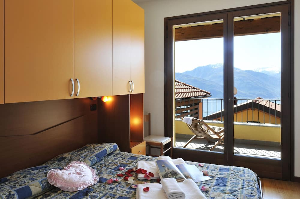 Family Apartment, Multiple Beds, 2 Bathrooms, Mountainside (Borgo La Sorgente - Lavanda) - Room