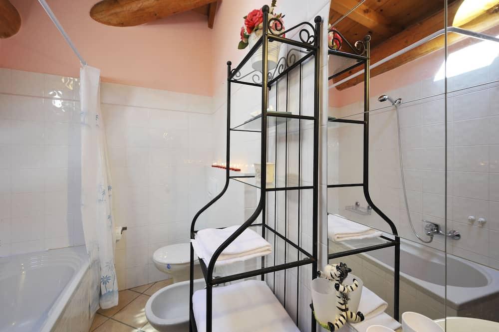 Családi apartman, több ágy, kerti (Villa Isella - Mansarda) - Fürdőszoba