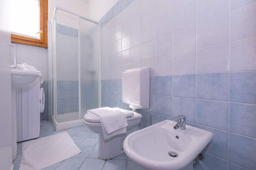 Apartemen Keluarga, 1 Tempat Tidur Double dengan tempat tidur Sofa (Fontana Del Lago Apt. 12) - Kamar mandi