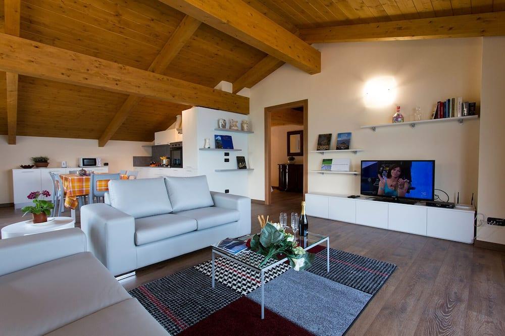 Apartment, 3 Bedrooms, Balcony, Lake View - Ruang Tamu