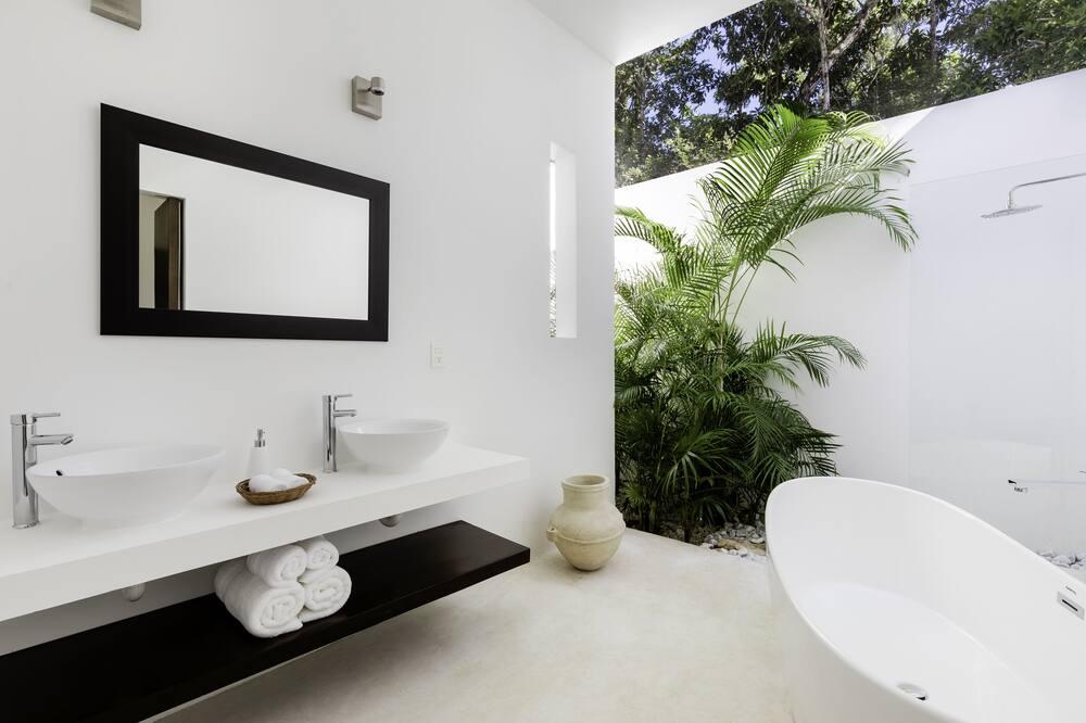 Дизайнерский номер - Ванная комната