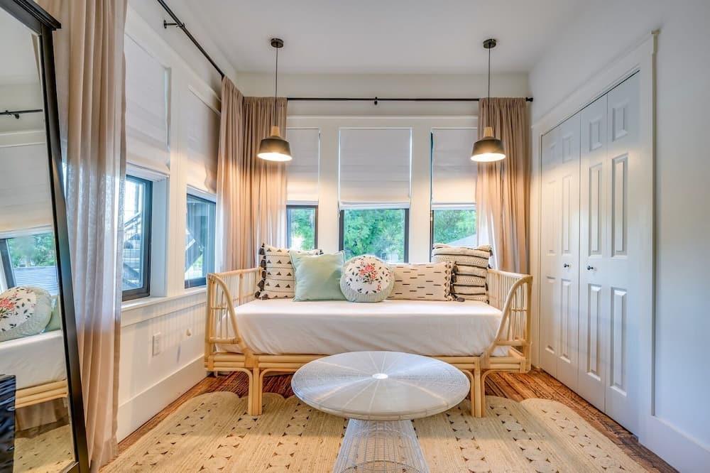 Standarta numurs, vairākas guļamistabas - Dzīvojamā istaba