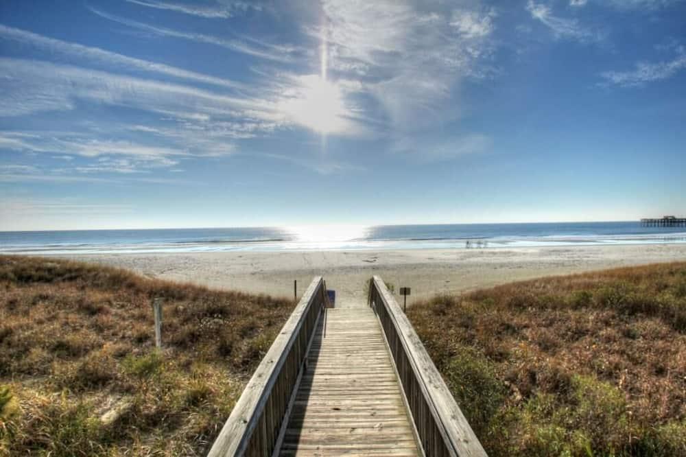 Condo, Multiple Beds (Beautiful Furnishings! Great Location) - Beach