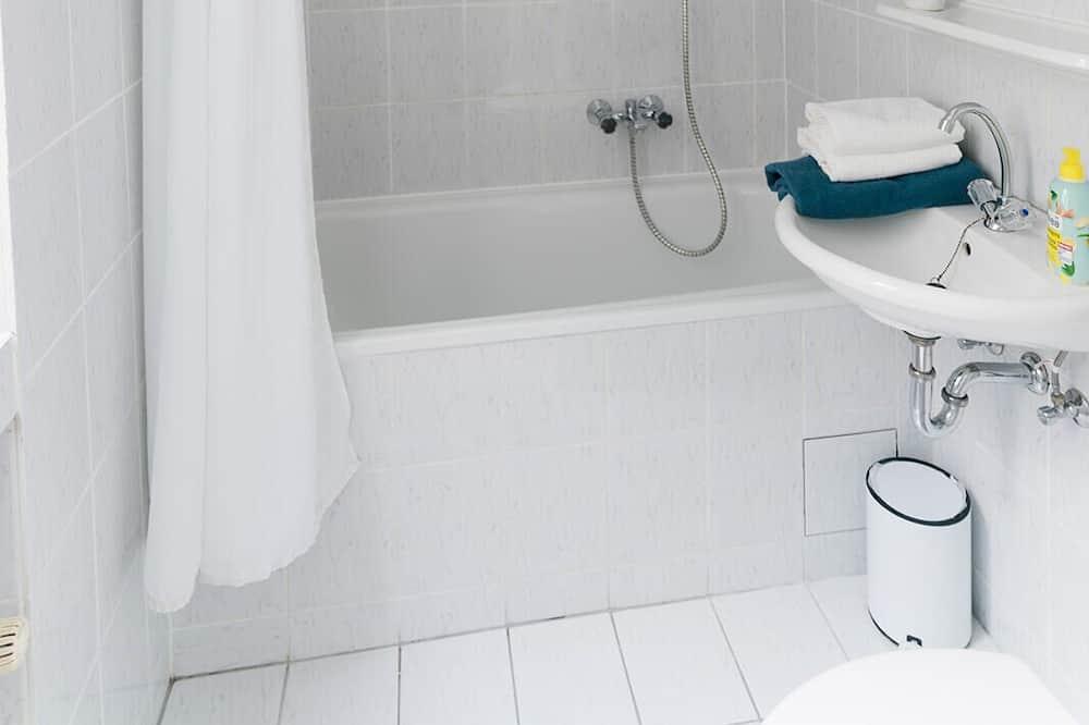 Standard-Studio, eigenes Bad - Badezimmer