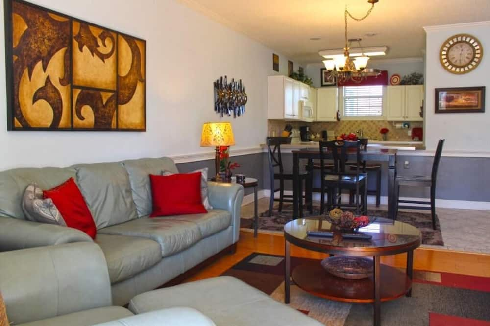 Condo, Multiple Beds (Peaceful*Myrtlewood Villa right in th) - Living Room