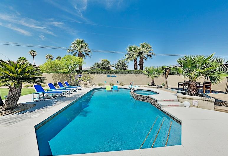 Luxe Retreat in Desert Park Estates With Pool & Spa - 3 Bedroom Home, פאלם ספרינגס, בית, 3 חדרי שינה, בריכה