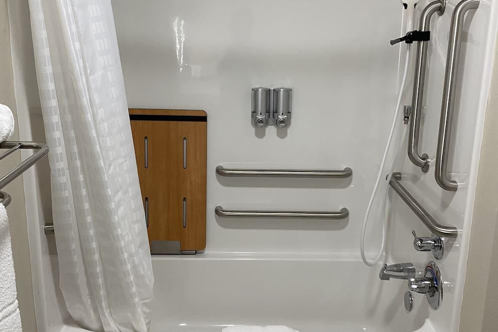 Single Room, 1 King Bed, Kitchenette - Bathroom