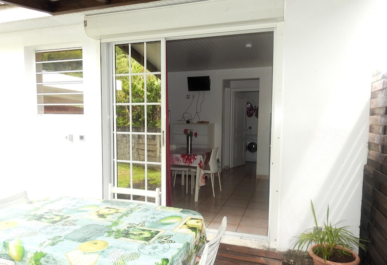Bungalow With one Bedroom in Le Robert, With Shared Pool, Furnished Garden and Wifi, Le Robert