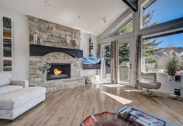 Lower Deer Valley Private Home by Luxury Mountain Destinations, Park City