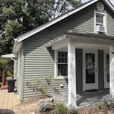 Historic Bardstown Cottage Renovated in 2020