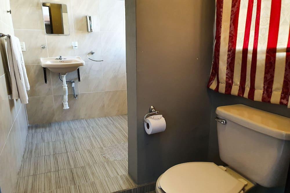 Standaard kamer, 2 tweepersoonsbedden - Badkamer