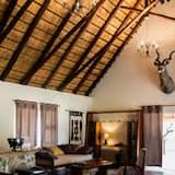 Classic Cabin (Phuti) - Ruang Tamu