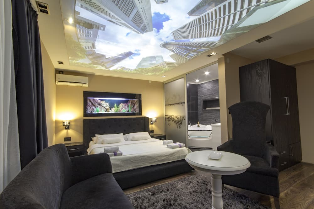 Royal Double Room - Living Room