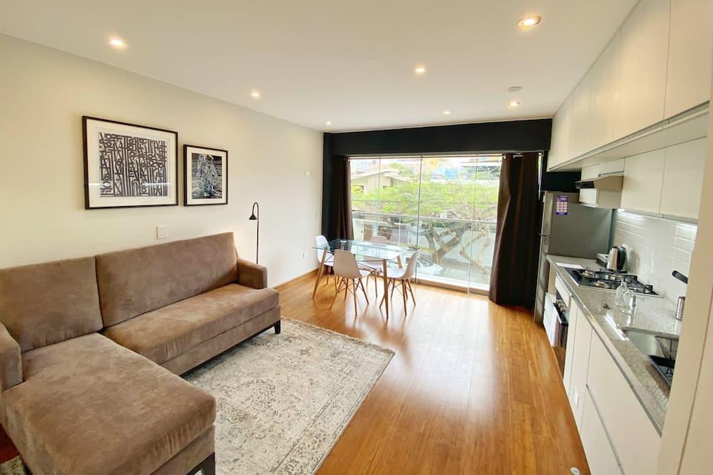 غرفة علوية - سرير كبير - بشرفة (apt. #201) - غرفة معيشة