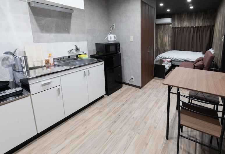 GRATIAS HOUSE URAYASU, Токио, Апартаменты, Мини-кухня в номере