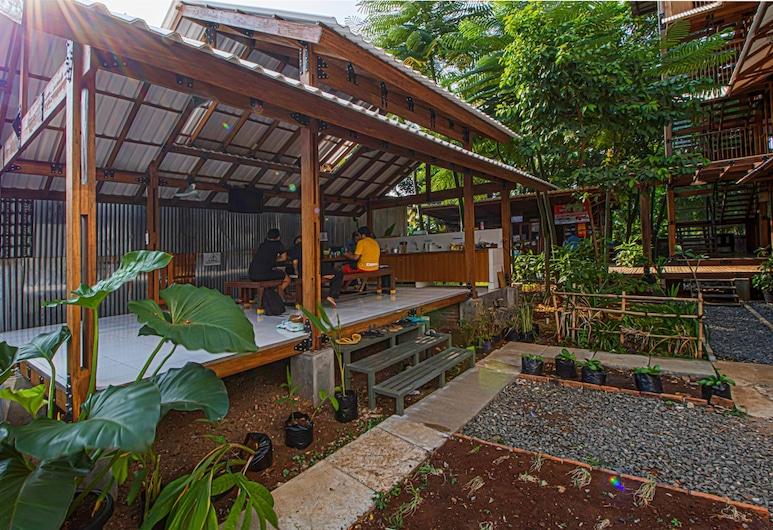 Cendrawasih Bambulogy Mansion, Pietų Tangerangas, Sodas