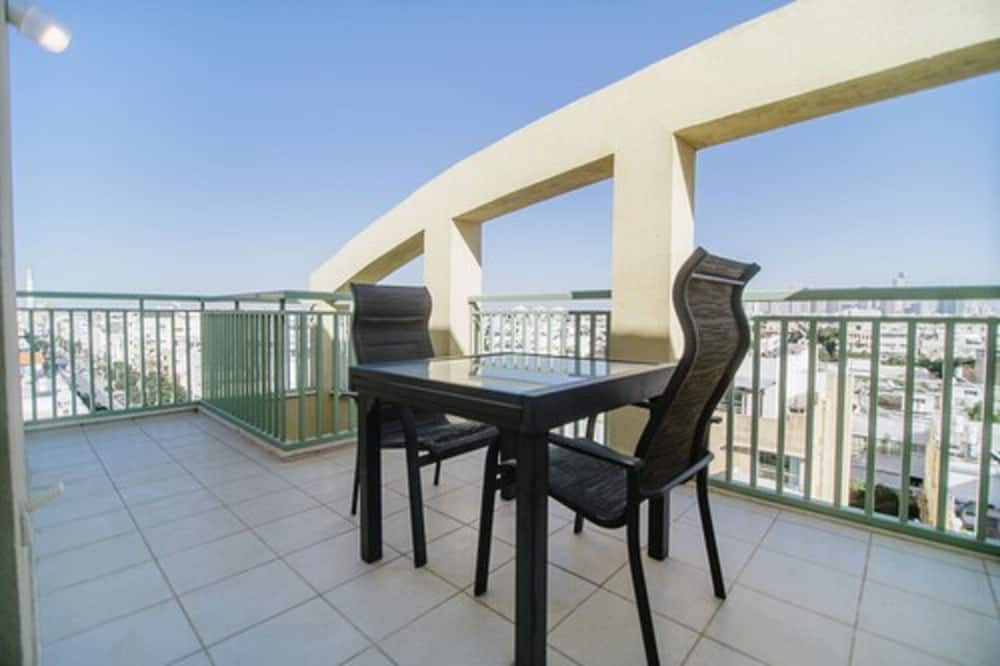 City Apartment, 1 King Bed, Balcony - Balcony