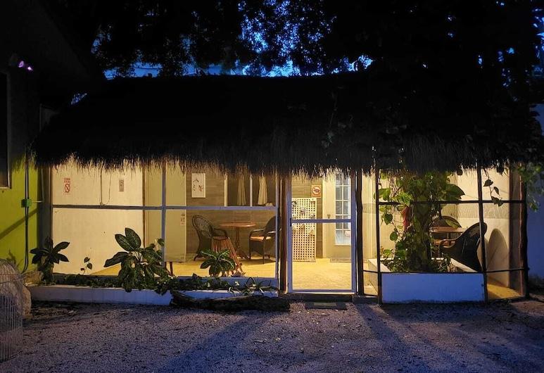 Casa Colibrí by Clayton Butler, Puerto Morelos