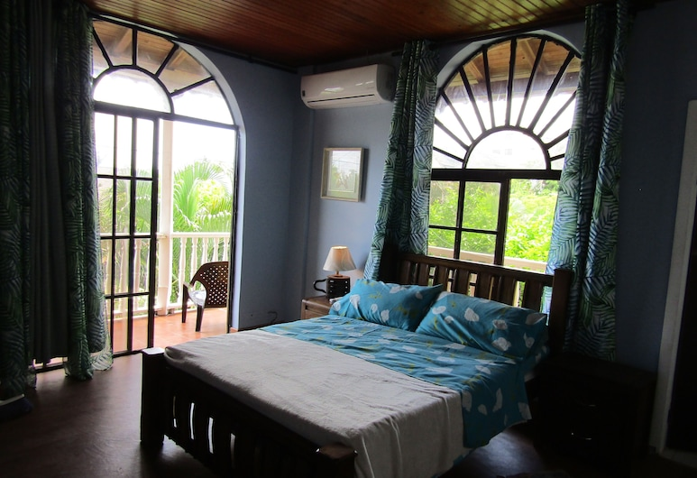 Comfortable Room With Balcony 5 Minutes Walk From the Main Beach, سان أندريس
