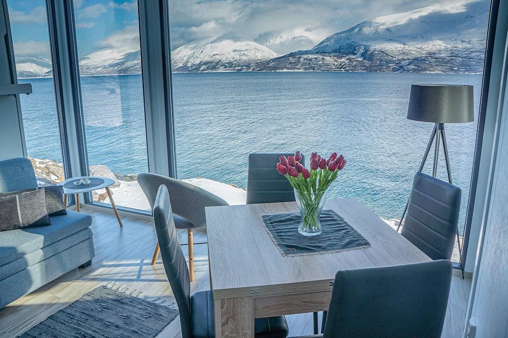 Romantic Cabin, 1 Bedroom, Non Smoking, Sea View - Living Area