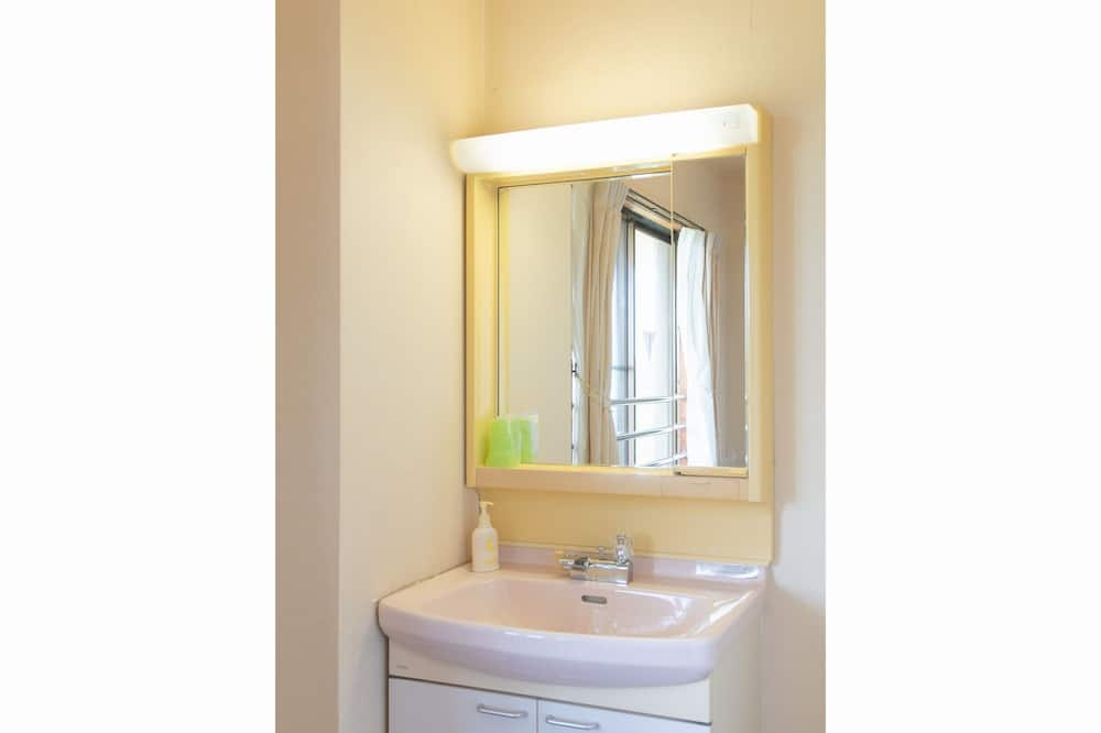 Japanese Style Room, Non Smoking - Bathroom Sink