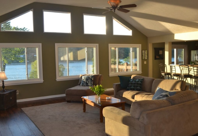 Kentucky Riverfront Retreat--beautiful River Views, Near Ark Encounter and Park!, Warsaw, Living Room
