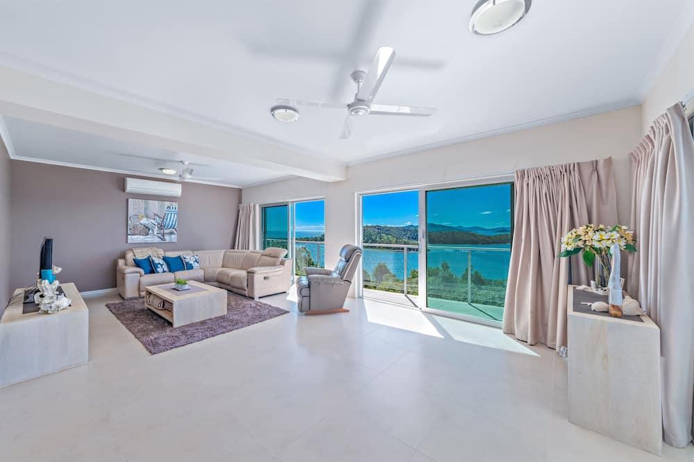 House, 4 Bedrooms, 2 Bathrooms - Living Room