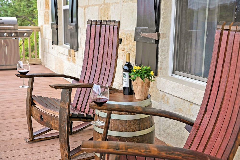 Casa (Luxury On Main St! Stunning Home in H) - Balcón