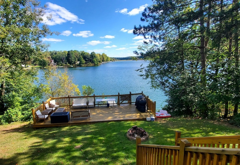 All Decked Out-new Lakefront!-sleeps 6-close to Colgate!, Hamilton